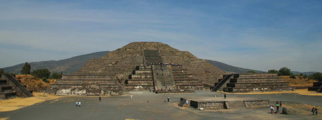 Hold piramis