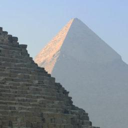 Itt a piramis, hol a piramis?